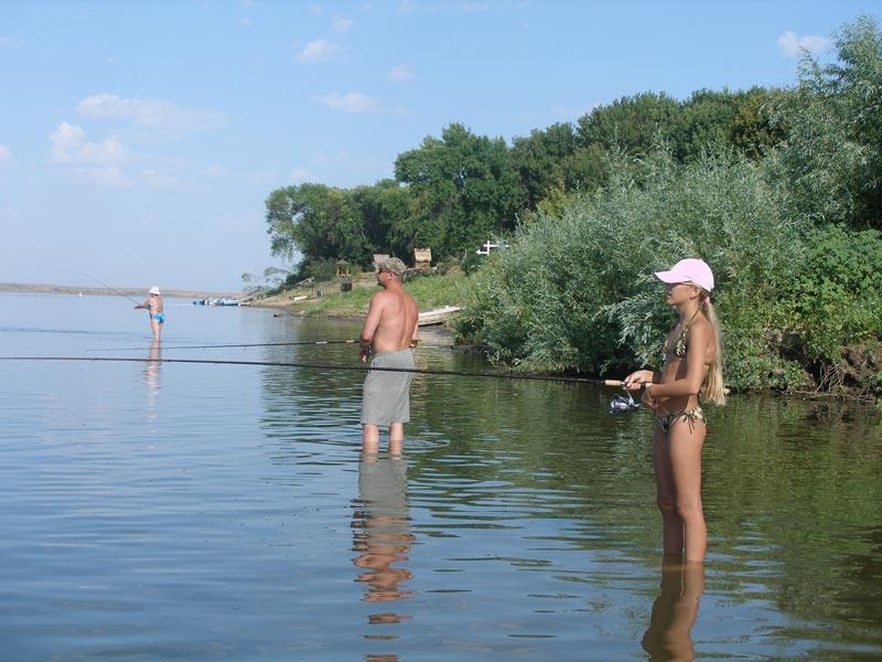 ловля на пляже река